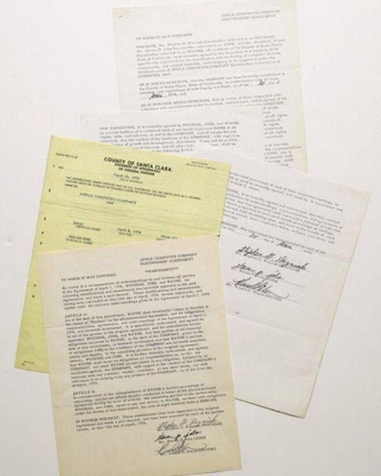 Учредительный договор компании Apple 1976 года, подписанный Стивом Джобсом продан на аукционе