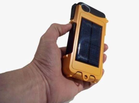 Противоударный чехол Aqua Tek S с зарядкой для iPhone 4S