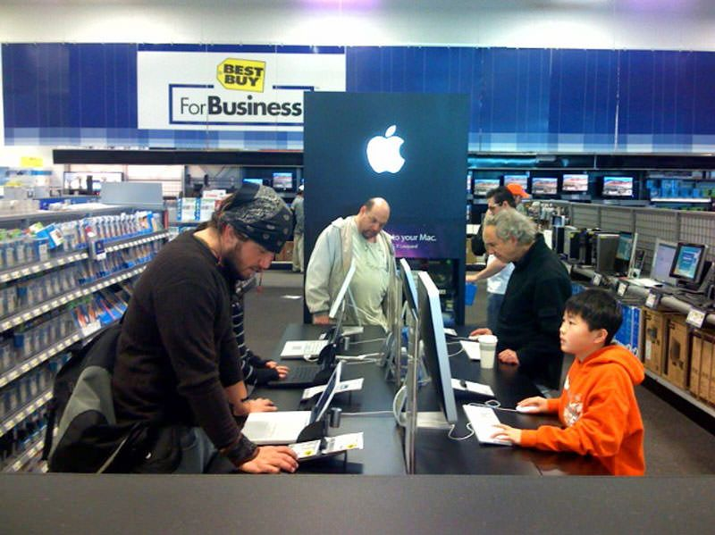 Стив Джобс заставил Best Buy отказаться