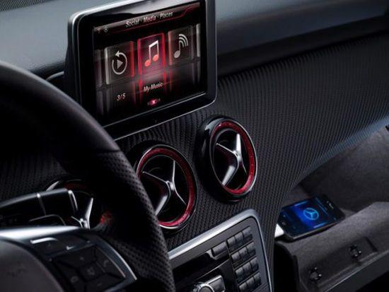 Mercedes с поддержкой Siri в марте