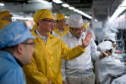 В рамках поездки в Китай, Тим Кук посетил завод Foxconn