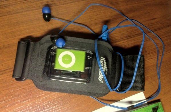 Amphibx Fit Waterproof Armband и Surge 2G Waterproof Sport Headphones водонепроницаемые футляры для iPod [Аксессуары]