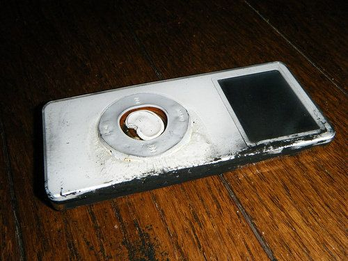 Apple выплатит 00 за возгорание iPod Nano в руках японской девушки