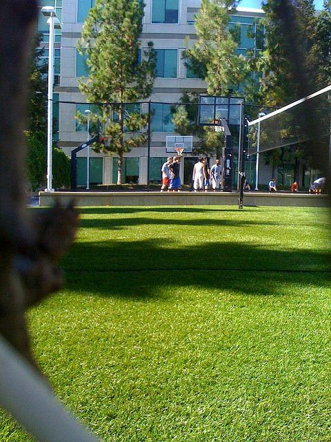 Уникальные фото кампуса Apple изнутри