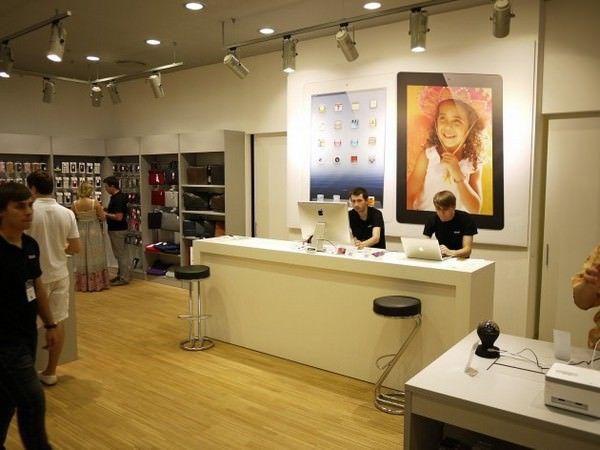 В Киеве открыт самый большой магазин Apple на Украине