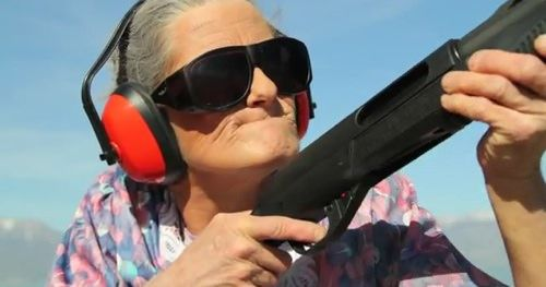 Реклама защитной пленки ClearPlex или как старики ненавидят устройства Apple [Видео]