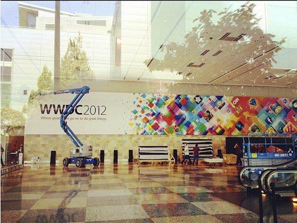 На Moscone Center появились баннеры WWDC-2012