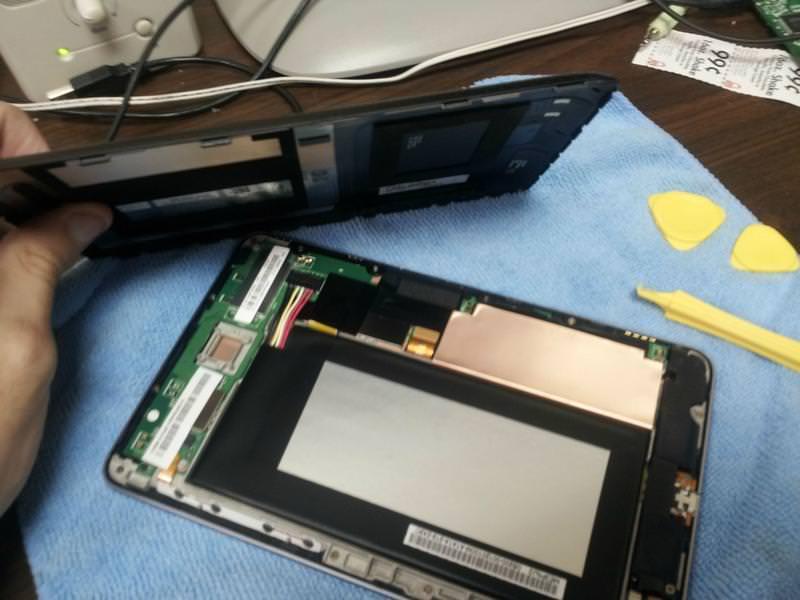 Владельцы Google Nexus 7 негодуют - в девайсе отваливается дисплей