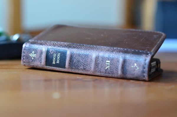 BookBook - чехол для iPhone в виде старой книги [Аксессуары]