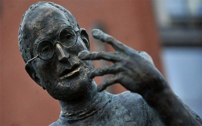 Российские и украинские памятники Стиву Джобсу