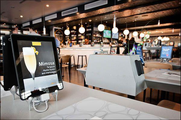 Авиакомпания Delta установит 4500 планшетов IPad в ресторанах аэропортов США