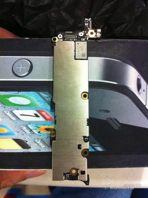 Фото материнской платы (Logic Board) iPhone 5