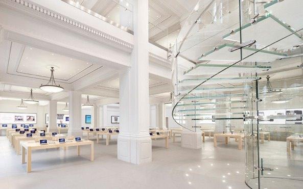 iPhone 5 приклеили к центральной мостовой Амстердама. Что из этого получилось?