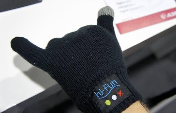 hi-Call - беспроводная гарнитура для iPhone в виде теплых перчаток