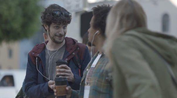 Samsung в новой рекламе Galaxy III снова смеется над фанатами Apple