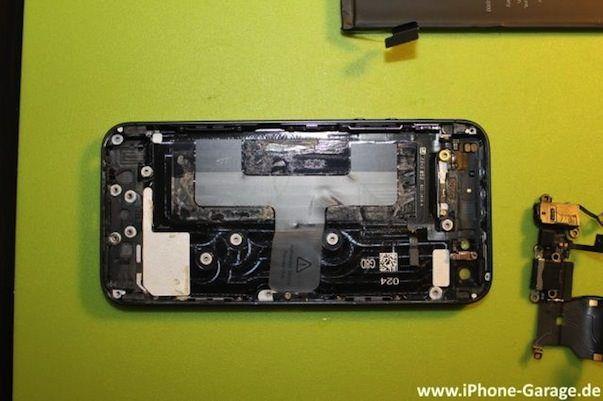 В сети появились первые фото разобранного iPhone 5