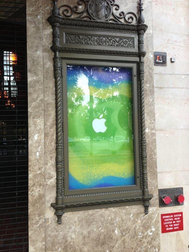 Apple украшает театр в Сан-Хосе к презентации IPad mini
