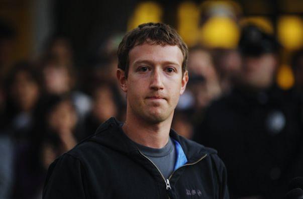 Тим Кук подарил Марку Цукербергу iPhone 5