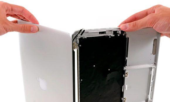 iFixit разобрали 13-дюймовый MacBook Pro с дисплеем Retina. Что внутри?