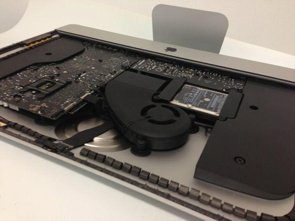 Доступно видео распаковки и демонтажа 21,5-дюймового iMac
