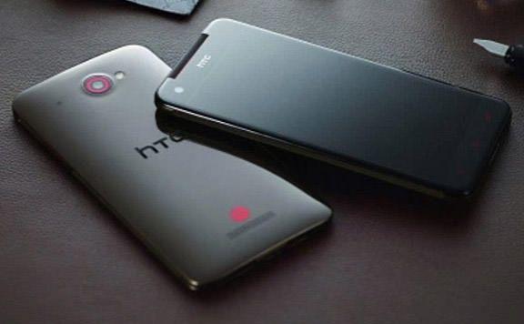 В сети появились официальные снимки HTC Deluxe