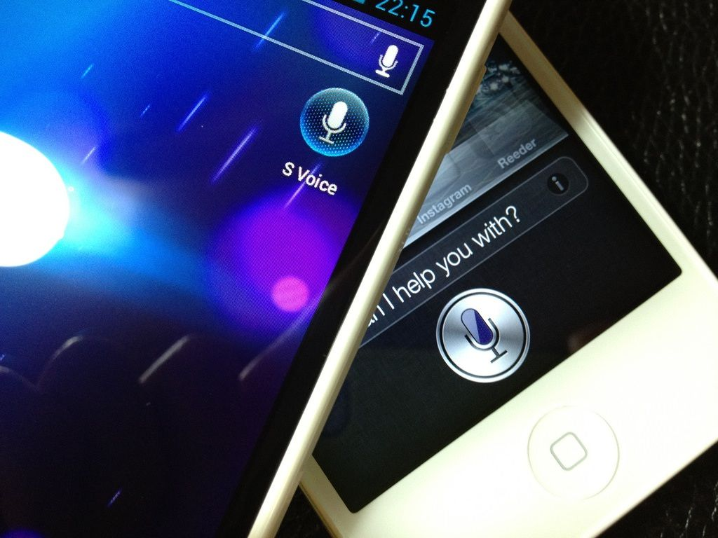 google_voice_search_vs_apple_siri1