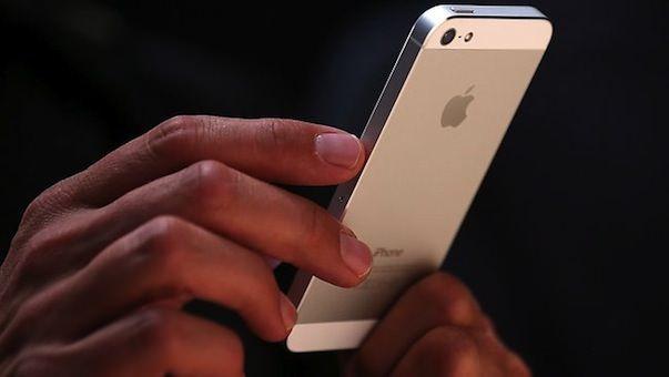 iphone-5_hand