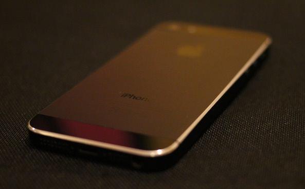 Как с помощью царапин сделать iPhone 5 еще красивее