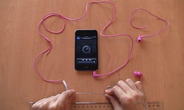 Наушники для iPhone с растягивающимися проводами