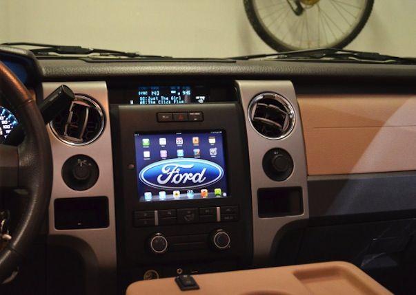 iPad mini в автомобиле в качестве стереосистемы
