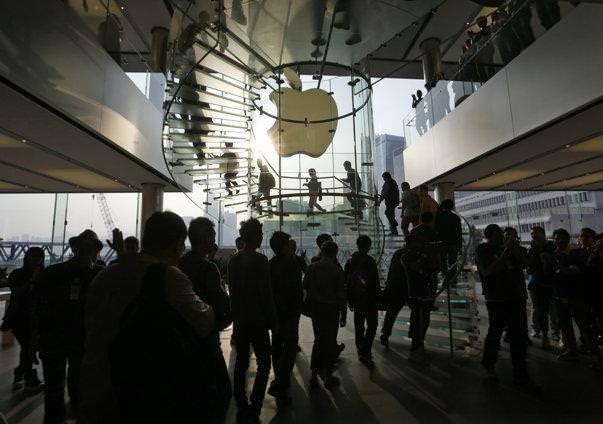 Apple тоже приходится подчиняться законам экономики. Цены на акции рухнули до рекордной отметки в 5