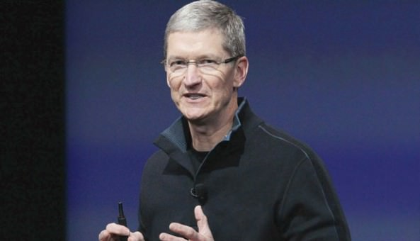 Tim-Cook-in-action