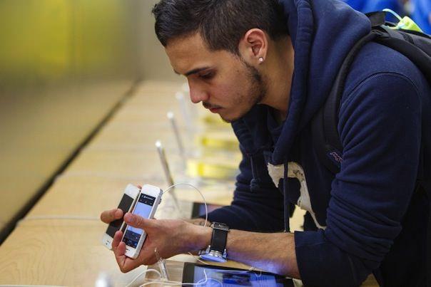 iphone-5-sales-not-hit-by-broken-ios6-maps_app