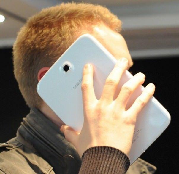Making-phone-call-on-Samsung