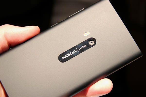 Nokia-Lumia-920-11