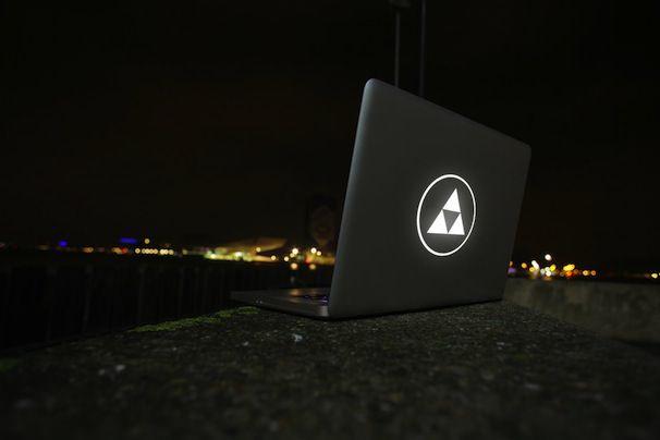 laser_cut-apple_macbook-uncover