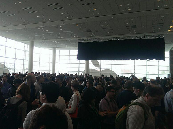 WWDC-2013-crowd-inside