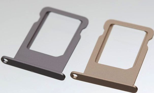 золотой и серебряный iPhone 5S