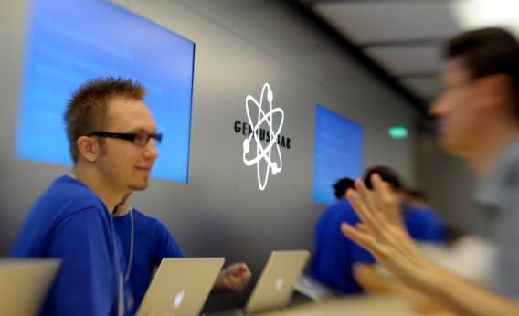 Apple-retail-employees