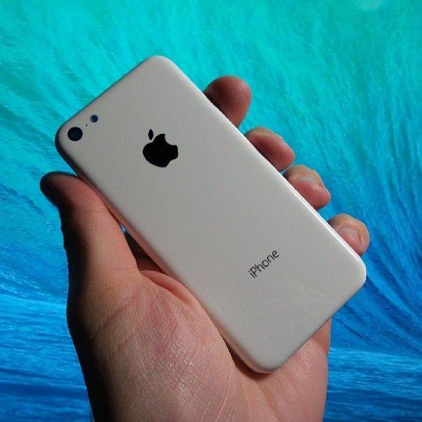 Plastic-iPhone-vs-iPhone-5-Michael-Kukielka-003