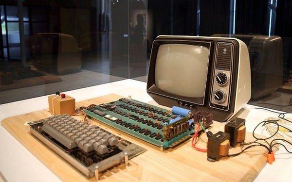 Компьютер Apple образца 1976