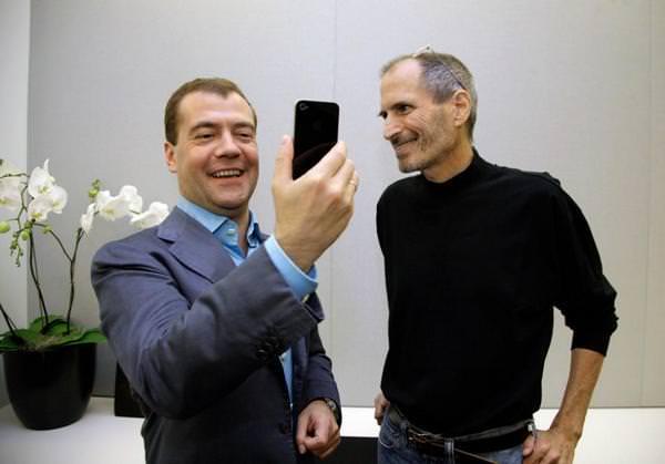 Дмитрий Медведев перешел на Samsung Galaxy S4