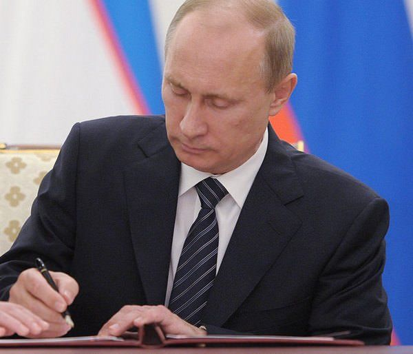 "Путин подписал ""антипиратский"" закон"