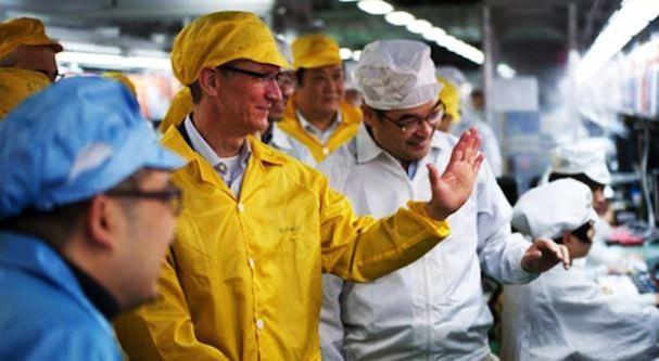 Тим Кук на заводе Foxconn