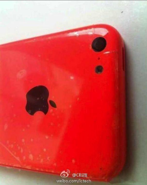 красный бюджетный iPhone