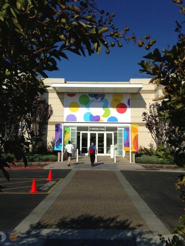 Баннеры на кампусе Apple