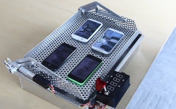 iPhone 5S прочнее Glaxy S4