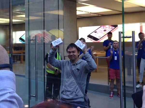 Первый покупатель iPhone 5S