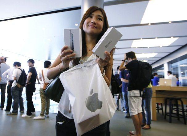 девушка в apple store