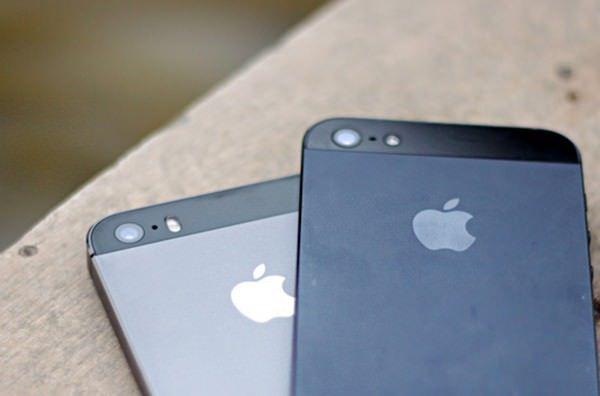 iPhone в черном и сером цветах